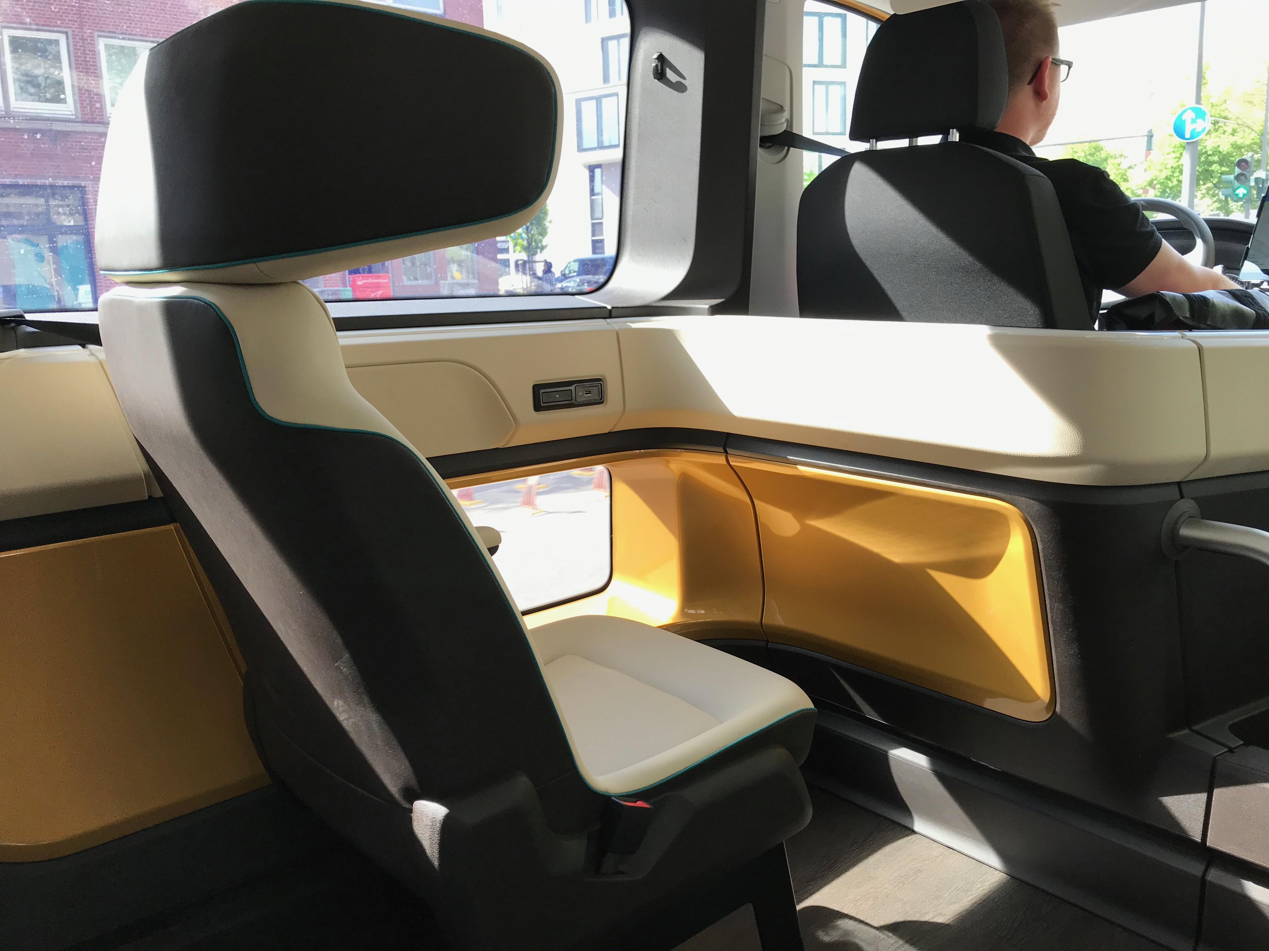 Futuristische Sitze mit USB-Anschluss